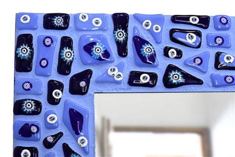 Specchio stretto a mosaico blu