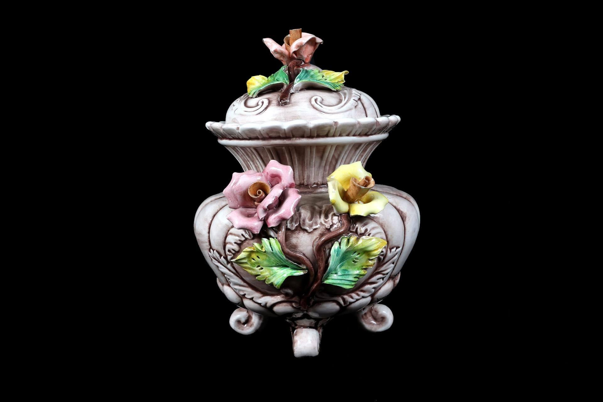 Vaso con coperchio in stile capodimonte for Vaso capodimonte