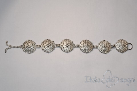 Bracciale Piceno in argento a scudi circolari, medi