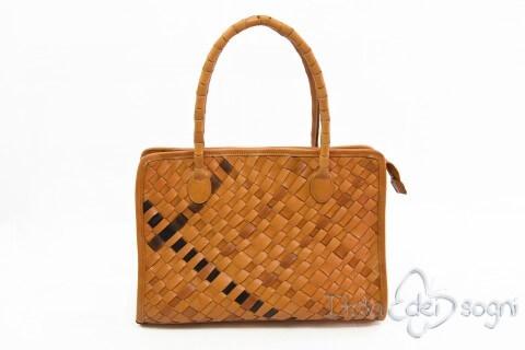 Elegante borsa intrecciata