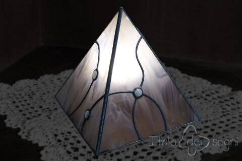 """Lampada da tavolo """"Piramis Rosa"""""""