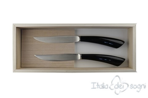 2 piece Noble steak knives, buffalo