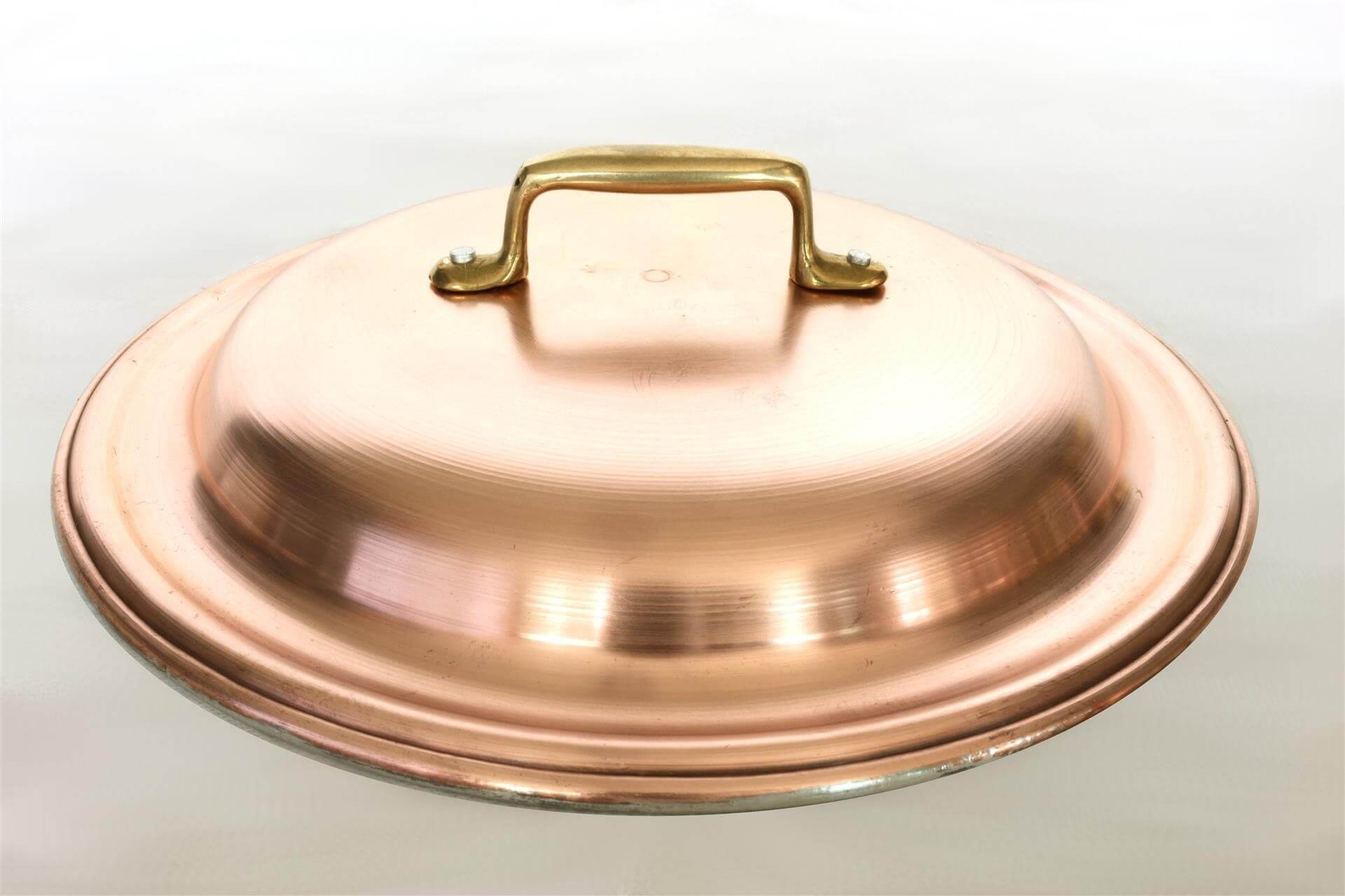 Round lid in tin plated heavy copper with brass handle Diameter 24 cm